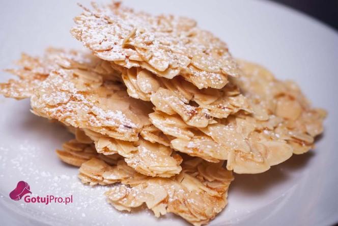 Florentynki migdałowe, bezglutenowe i bardzo smaczne, które można podawać same lub jako dodatek do innych deserów. Przekonaj się jak łatwo je wykonać!