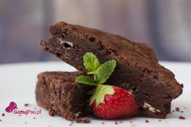 Brownie z kawałkami białej czekolady