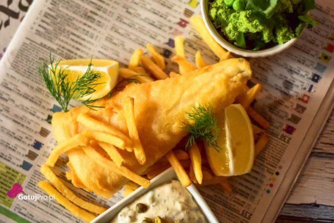 Fish and chips czyli ryba w chrupiącej panierce z frytkami. Dobra stara ryba z frytkami, doskonały pomysł na obiad. Przekonaj się!